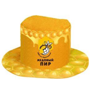 шляпа с логотипом