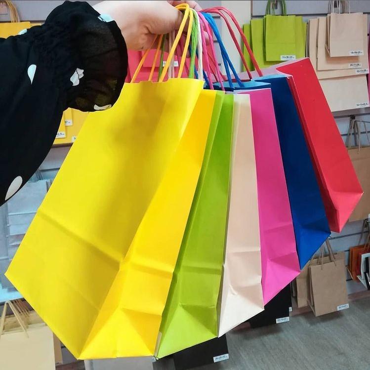 Цветные крафтовые пакеты с логотипом под заказ